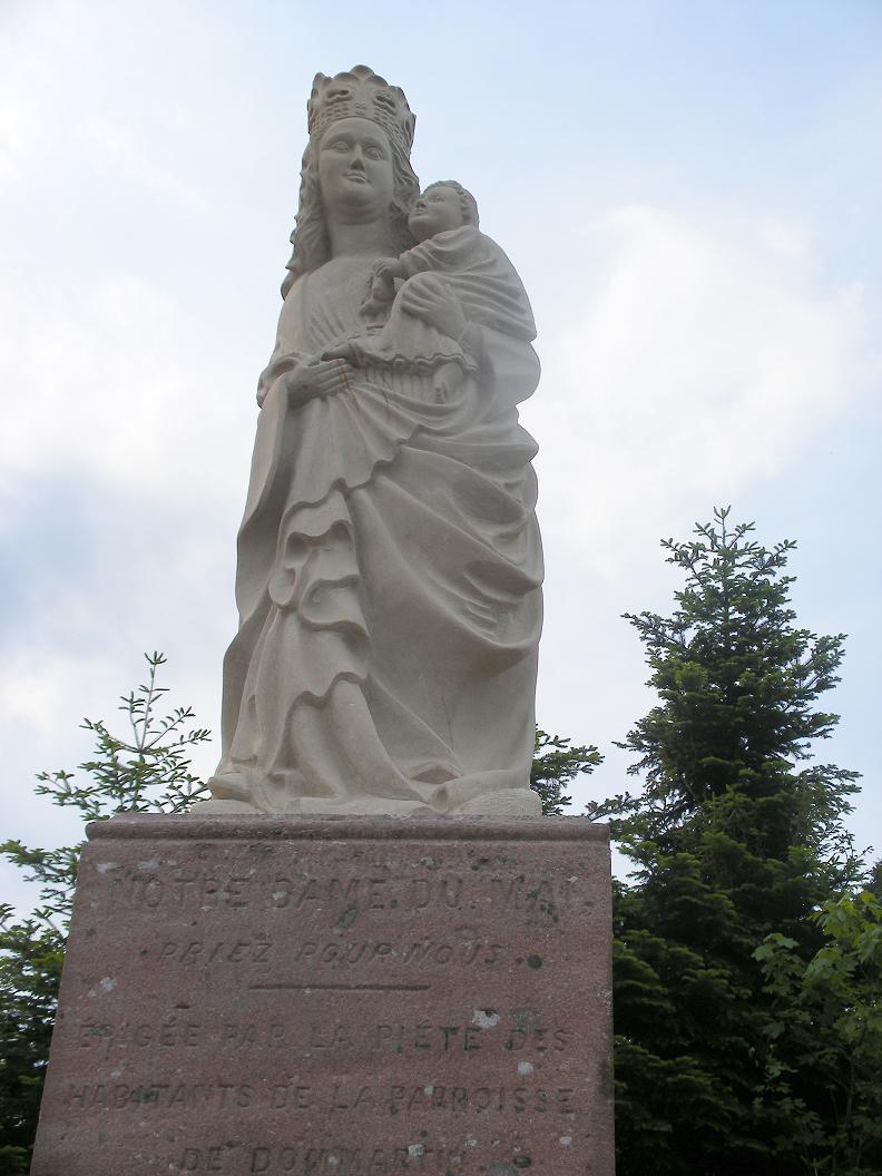 Notre Dame du Mai qui surplombe le village de Dommartin